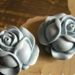 4x Delicate Blue Vintage Inspired Resin Rose Bud Cabochons